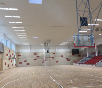 Sportovní haly, tělocvičny, stadiony